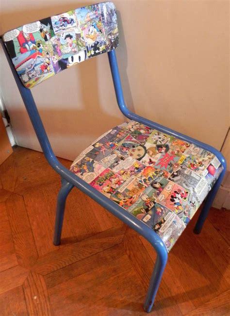 relooker chaise en bois chaise écolier relookée rénovée avec collage bd disney
