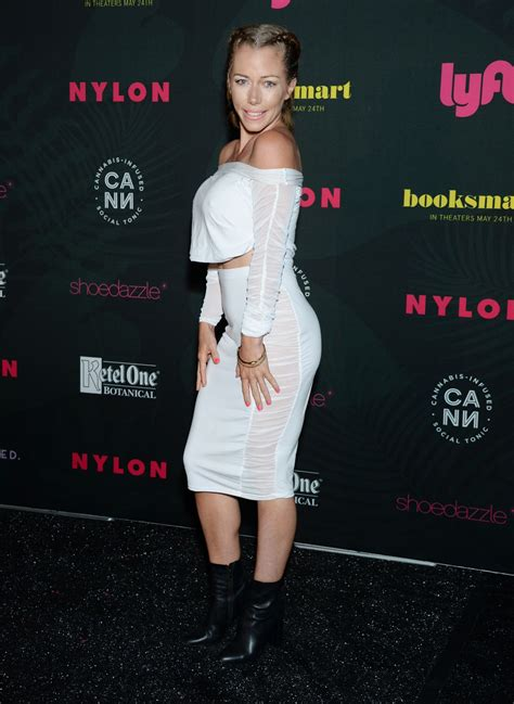 kendra wilkinson nylons midnight garden party  coachella