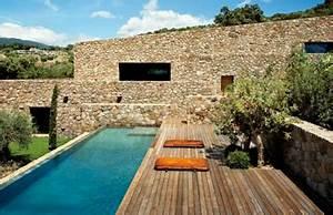une piscine au design imbattable un conteneur maritime With jardin et piscine design 16 une maison container de luxe avec des finitions
