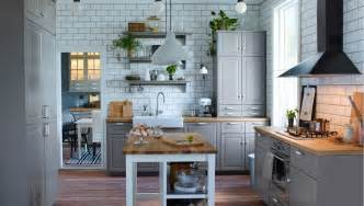 wandaufbewahrung küche einbauküche im landhausstil inspiration ikea