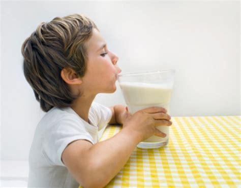 sintomi di allergia alimentare i sintomi dell allergia da latte nel bambino