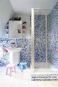 Mosaik Fliesen Badezimmer : badezimmer mit dusche und mosaik fliesen lizenzfreies ~ Michelbontemps.com Haus und Dekorationen
