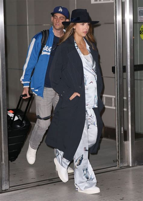 jessica alba   husband   jfk airport   york  celebmafia