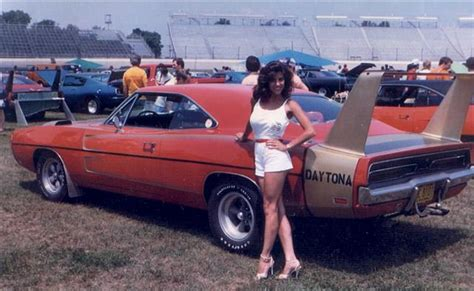 Muscle Car: 1969 DODGE DAYTONA and a 1970 Superbird