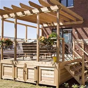 terrasse surelevee en bois traite avec pergola deco With terrasse bois avec pergola