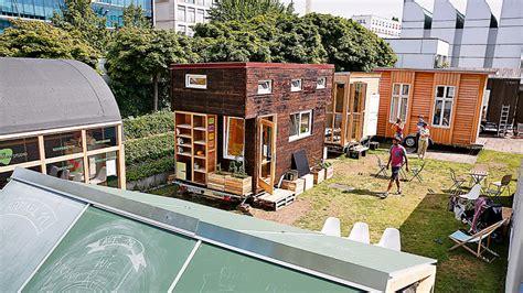 Tiny House Abwasser by So Kommen Sie An Ein Tiny House Haus Garten Bild De