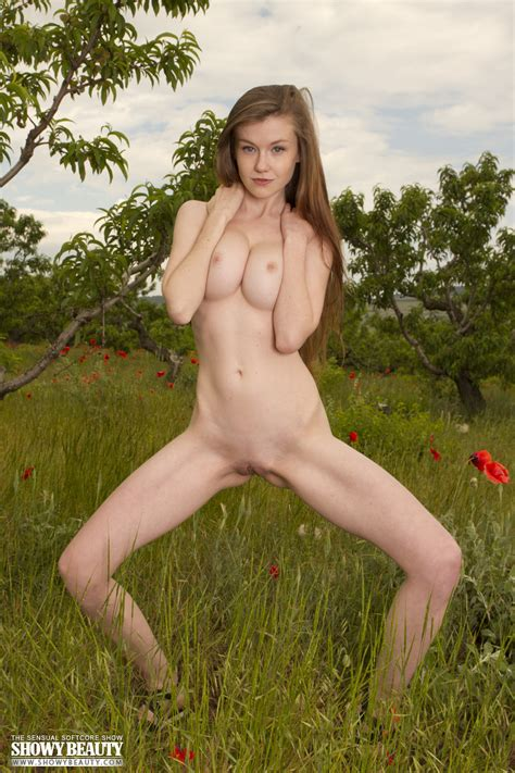 Emily Bloom Nude Photos From Showy Beauty Passion And Action