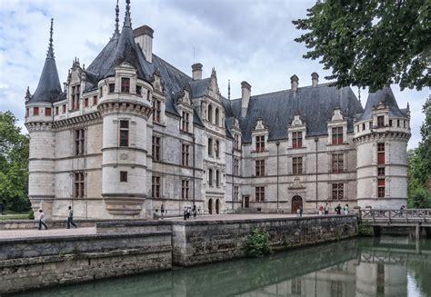 file chateau azay le rideau courtinterieure jpg wikimedia commons