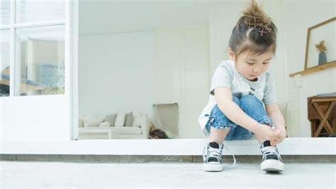 comment lui apprendre 224 faire ses lacets de chaussures
