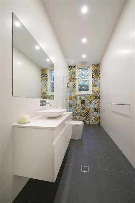 Small Narrow Bathroom Ideas by 1000 Ideas About Narrow Bathroom On