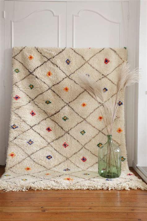 tapis marocain beni ourain en laine noir  blanc beni