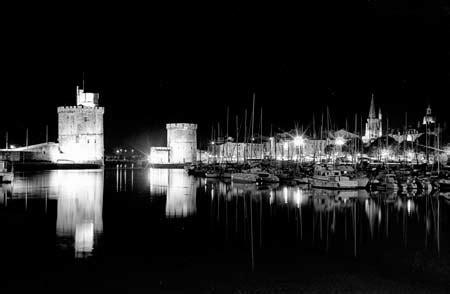 port de la rochelle nuit noir  blanc tours
