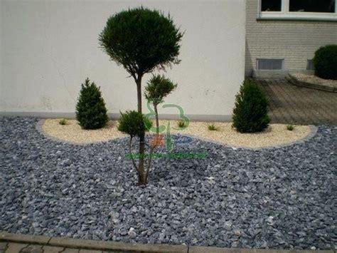 Steine Im Vorgarten by Steinbeet Vorgarten Grob Behauenen Steine Kleinwuechsige