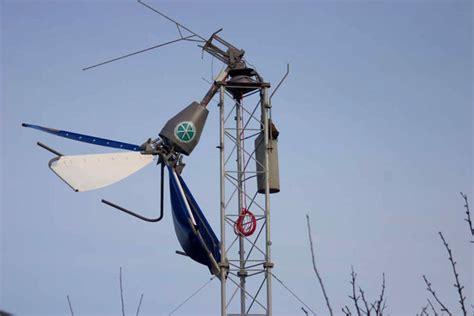 Ветряк вертикальный с лопастями изменяющими угол атаки при вращении. youtube