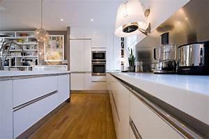 plan de travail cuisine blanc laque wasuk With la cuisine dans le bain