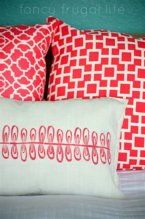 make your own throw pillows i sewed these three throw pillows including a