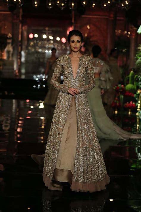 deepika paukone models  manish malhotra couture