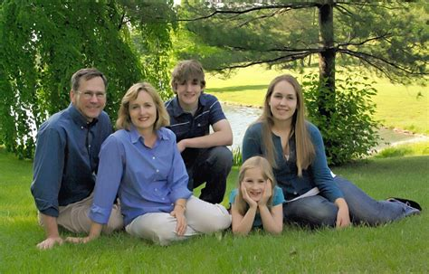 family of family photographer clicks photography