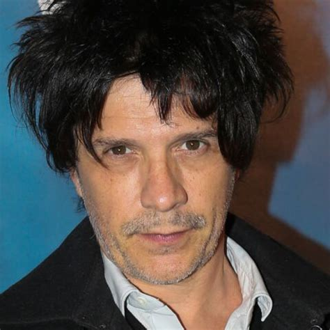 Nicolas henri didier sirchis, better known by his stage name nicola sirkis, is the frontman and singer of the french rock band indochine. Nicola Sirkis : les femmes, il les préfère plus jeunes que lui - Gala