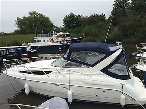 Bay Boat Twin Engine by Immaculate Bayliner 3055 Se Sports Boat 8 Berth With