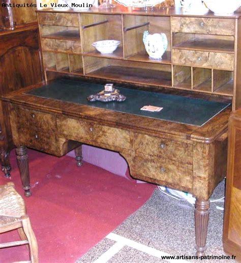 bureau en noyer bureau louis philippe à gradin et en noyer artisans du