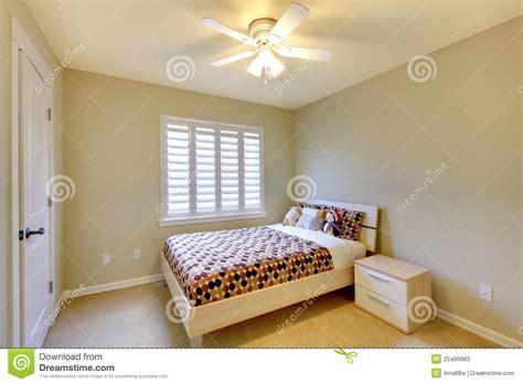 da letto bambino da letto beige con la base dei bambini fotografie