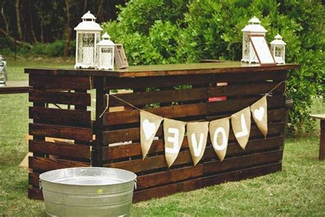 Diy Bar Furniture by Diy Pallet Outdoor Bars You Can Whip Up In No Time