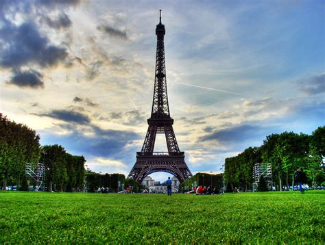eiffel tower eiffel tower pictures history facts location