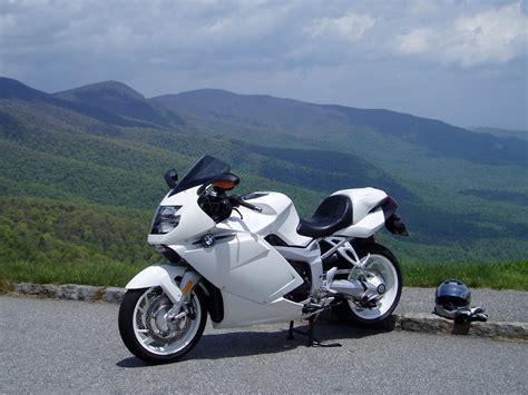 2006 Bmw K1200s by 2006 Yamaha R1 Vs 2006 Bmw K1200s A Pirate S View