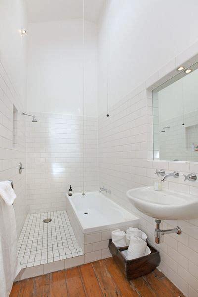 si鑒e bain italienne et baignoire dans une salle de bains salle de bain salle de bain casiers et fêtes