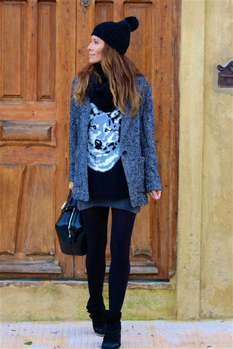 leggings  mini skirt  shirt blazer boots cap
