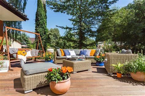 ideas  decorar  el mobiliario en los jardines