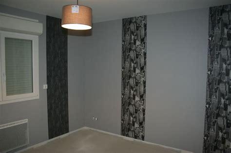 modele tapisserie chambre papier peint tendance chambre adulte chambre bleu gris