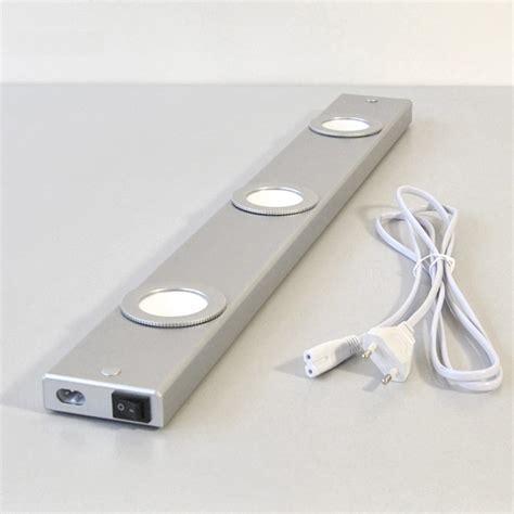 re lumineuse led pour cuisine les led pour dessous de meubles luminaire de salle de