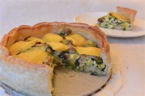glutenvrije hartige taart met kip prei rozijnen en mango foodnessfoodness