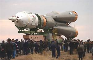 APOD: 2005 October 9 - Rollout of Soyuz TMA 2 Aboard an R7 ...