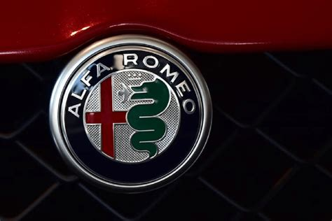 Alfa Romeo Badge Wallpaper by Alfa Romeo Potrebbe Chiudere Il 2018 Con 170 000 Auto Vendute
