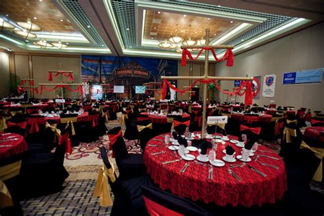 florida event decor created gold ships 39 masts with red sails to top each dinner table ed morse