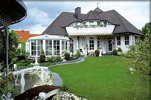 Haus Mit Wintergarten : ein winkel haus als walmdach haus in bayerischen landhaus ~ Lizthompson.info Haus und Dekorationen
