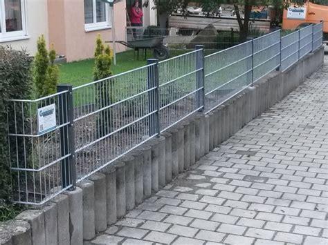 Zaun Für Hanglage Holz by Referenzen Doppelstabmatten F 252 R Heim Und Garten Zaunbau