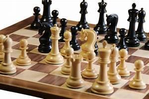 Leningrad Ebonised Chess Pieces  U0026 Walnut Chess Board