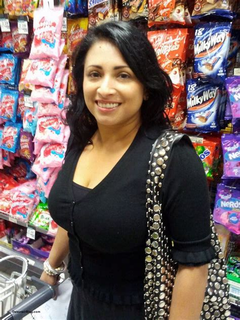 Cleavage Lovers Big Boobed Aunty Cleavage
