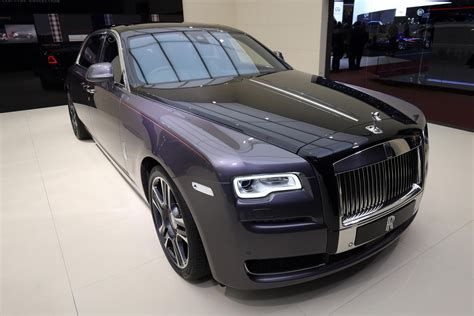 roll royce rolls royce destroyed 1 000 diamonds to paint this ghost