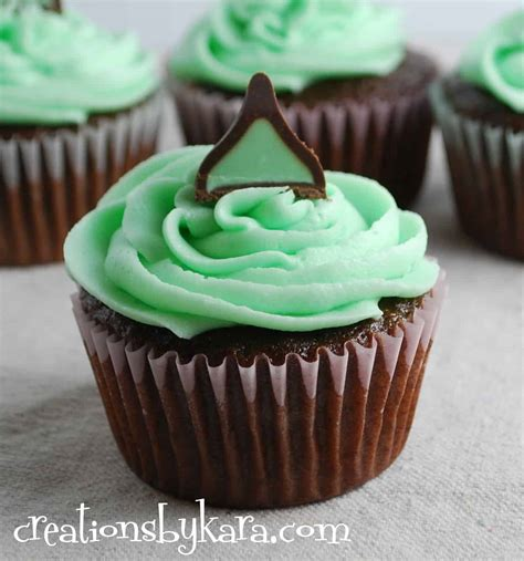 mint chocolate cupcakes  mint fudge filling