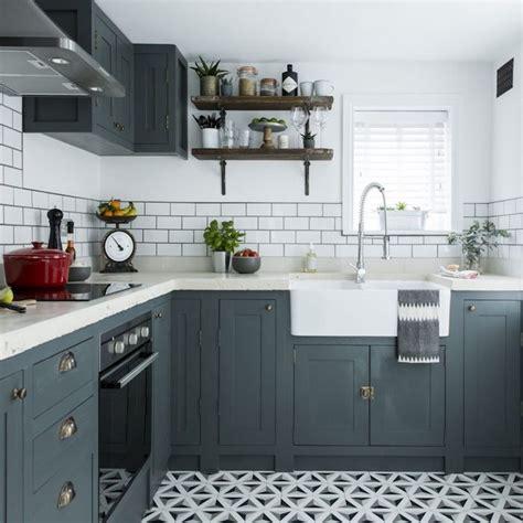 cuisine peinte en gris 1001 idées pour aménager une cuisine cagne chic charmante