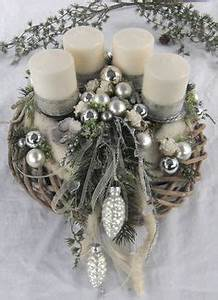 Kränzen Hochzeit Ideen : t rkranz aus weihnachtskugeln und drahtkleiderb gel weihnachten pinterest selbstgemachte ~ Markanthonyermac.com Haus und Dekorationen