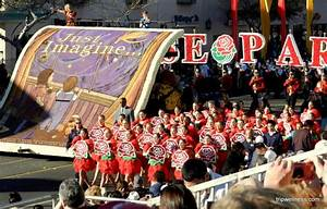 Visiting the Rose Parade - New Years day, flowers and floats