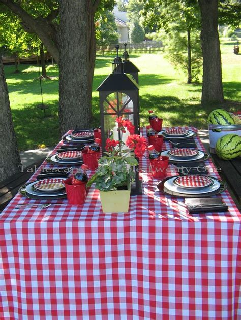 Checkered Rectangular Tablecloths For Picnics, Camping And