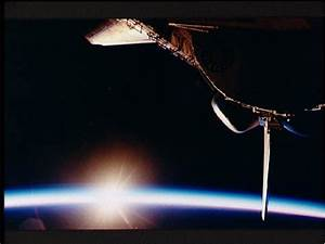 Space Shuttle Orbiting in the Thermosphere - Pics about space