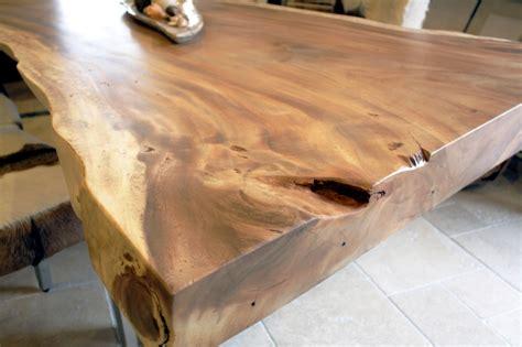 esstisch aus einem massiven baumstamm tischgestell rohstahl der tischonkel